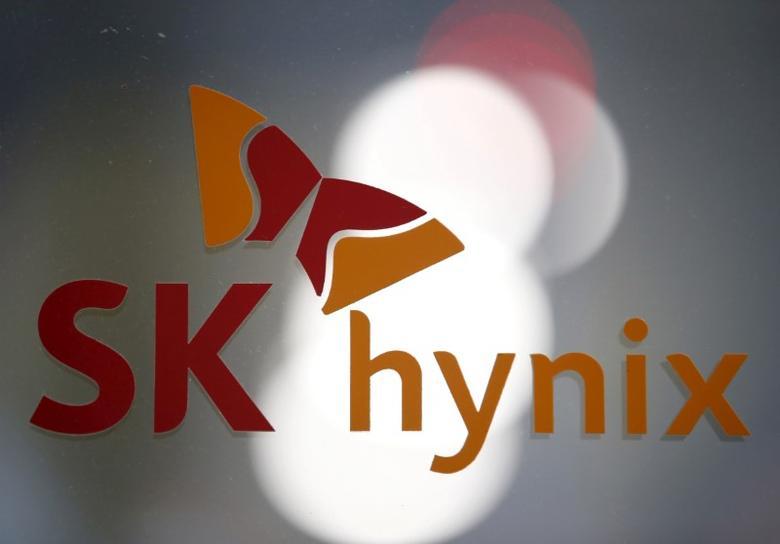 FILE PHOTO: The logo of SK Hynix is seen at its headquarters in Seongnam, South Korea, April 25, 2016. REUTERS/Kim Hong-Ji/File Photo