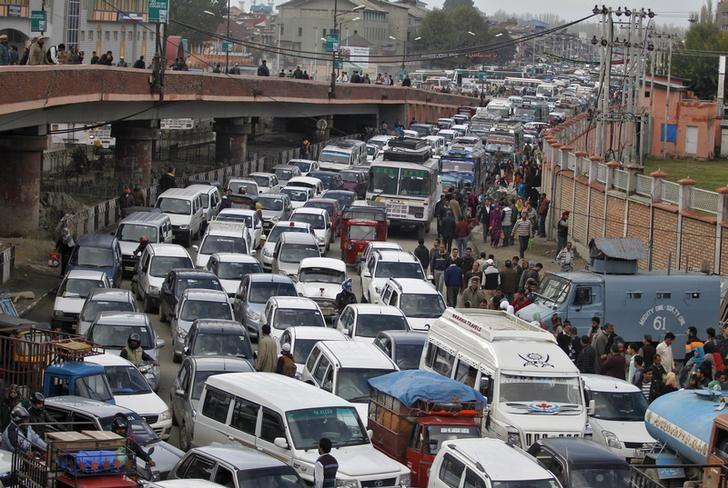 Vehicles jam the road in Srinagar October 26, 2015. REUTERS/Danish Ismail/Files
