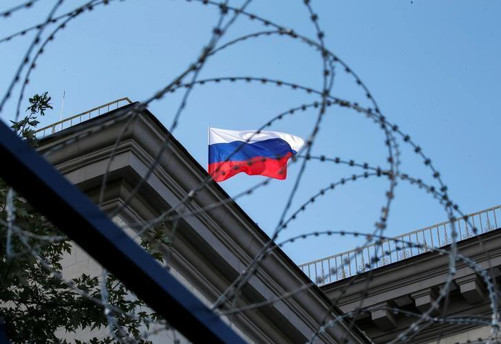 A Russian national flag is seen at the roof of the Russian embassy in Kiev, Ukraine, September 18, 2016. REUTERS/Gleb Garanich/Files