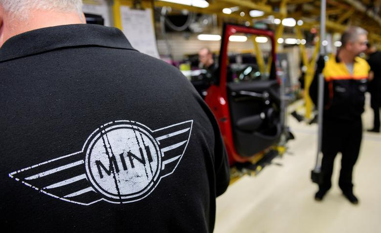FILE PHOTO: Workers assemble cars at the plant for the Mini range of cars in Cowley, near Oxford, Britain June 20, 2016. REUTERS/Leon Neal/Pool/File Photo