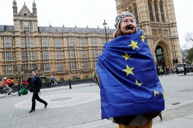 An anti-Brexit protester stands outside the Houses Parliament on the day Prime Minister Theresa May will announce that she has triggered the process by which Britain will leave the European Union, in London, March 29, 2017. REUTERS/Stefan Wermuth
