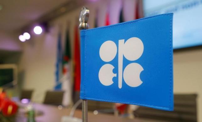 3月29日、石油輸出国機構(OPEC)の生産量が3月に3カ月連続で減少する見通しであることがロイターの調査で明らかになった。写真はOPECのロゴマーク。2016年12月撮影(2017年 ロイター/Heinz-Peter Bader/File Photo)