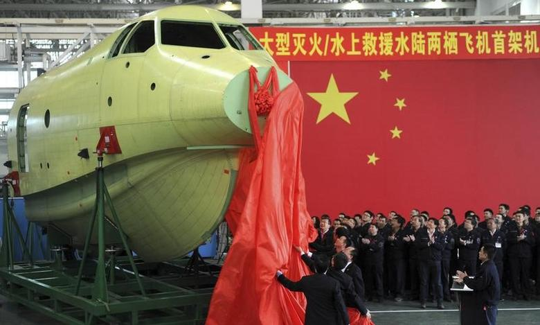 FILE PHOTO: Officials of Aviation Industry Corporation of China (AVIC) unveil the  nose of amphibious aircraft AG600, during a ceremony at a factory in Chengdu, Sichuan province March 17, 2015. REUTERS/China Daily