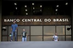 Sede del Banco Central de Brasil, en Brasilia. 23/09/2015. El Banco Central de Brasil dijo el jueves que una inflación más baja podría permitirle acelerar el ritmo de recortes de las tasas de interés y que sus estimaciones de inflación basadas en parámetros de mercado permanecieron por debajo o en la meta oficial para los próximos dos años.  REUTERS/Ueslei Marcelino