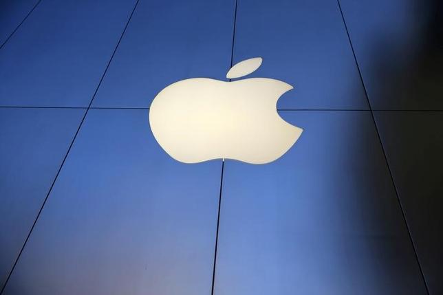 3月31日、オーストラリア競争・消費者委員会(ACCC)は、米アップルの非接触型決済技術の利用を巡り、大手銀4行にアップルとの集団交渉を認めない判断を下した。写真はロサンゼルスで昨年9月撮影(2017年 ロイター/Lucy Nicholson)