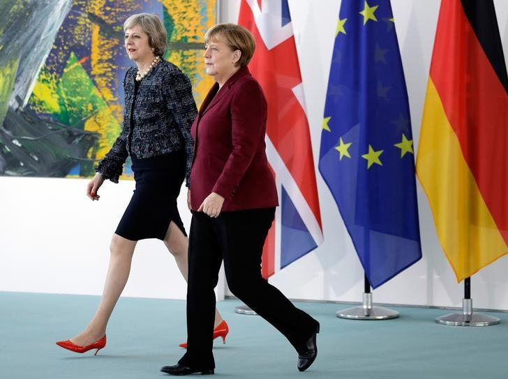 German Chancellor Angela Merkel and Britain's Prime Minister Theresa May arrive for a statement prior to a meeting at the chancellery in Berlin, Germany, November 18, 2016.   REUTERS/Michael Sohn/Pool