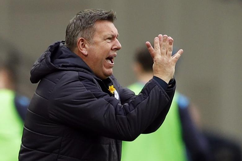 Britain Football Soccer - West Ham United v Leicester City - Premier League - London Stadium - 18/3/17 Leicester City manager Craig Shakespeare gestures to his players Action Images via Reuters / John Sibley Livepic/Files