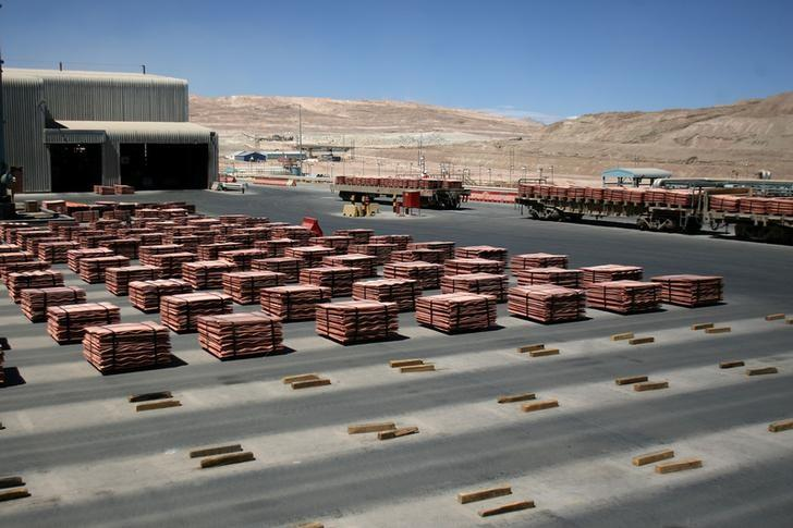 资料图片:2008年3月,BHP智利Escondida铜矿的铜板材。REUTERS/Ivan Alvarado