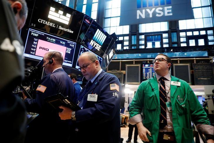 2017年3月21日,美国纽约,纽约证交所内交易员工作场景。REUTERS/Lucas Jackson