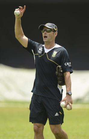 FILE PHOTO: Gary Kirsten gestures during a training session at Moors cricket ground in Colombo September 18, 2012, ahead of South Africa's Group C World Twenty20 match against Zimbabwe at Hambantota .  REUTERS/Philip Brown/Files