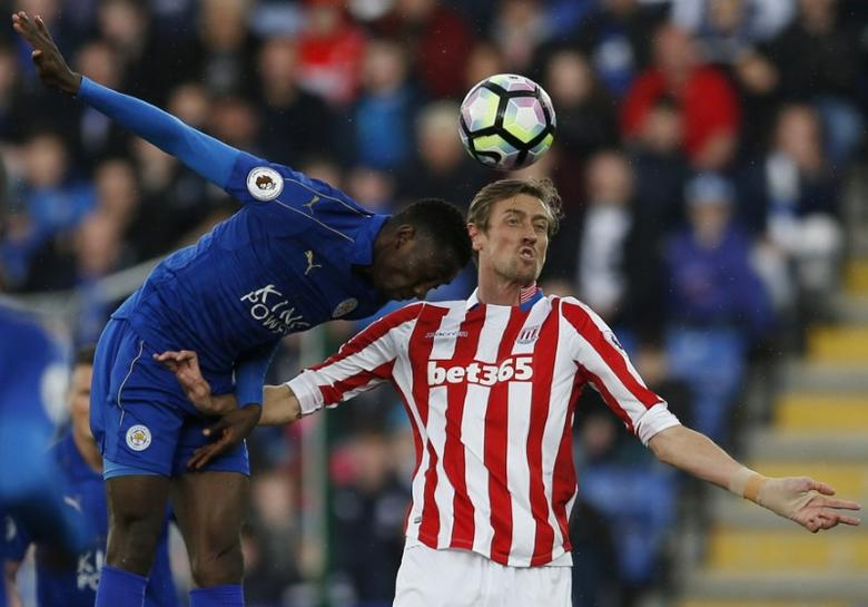 Britain Soccer Football - Leicester City v Stoke City - Premier League - King Power Stadium - 1/4/17 Stoke City's Peter Crouch in action with Leicester City's Wilfred Ndidi  Action Images via Reuters / Andrew Boyers Livepic