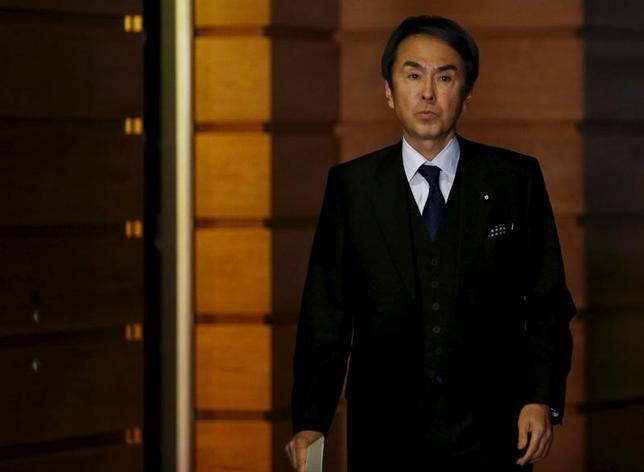 4月4日、石原伸晃経済再生相は閣議後会見で、米トランプ大統領が3月31日署名した貿易赤字削減を進める大統領令について、「日米経済関係にどのような影響を与えるのかまだわからない」とした。写真は都内で昨年1月撮影(2017年 ロイター/Yuya Shino)