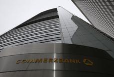 La sede de Commerzbank AG en Francfórt, Alemania. 13 de febrero 2014. Commerzbank AG, el segundo banco más grande de Alemania, informó a su comité de empresa que recortará 7.800 puestos de trabajo en el país como parte de una reestructuración anunciada el año pasado, informó el martes el diario Handelsblatt. REUTERS/Ralph Orlowski