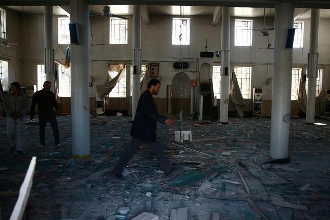 4月4日、シリア北西部のイドリブ県でシリア政府軍による化学兵器を使用したとみられる空爆があり、こどもを含む多数の死者が出たもよう。人権監視団体や医療関係者が明らかにした。空爆を受けたモスク(2017年 ロイター/Bassam Khabieh)