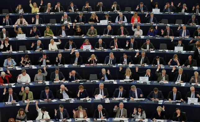 4月5日、EUの欧州議会は英国のEU離脱交渉に関する決議を採択した。仏ストラスブールで開かれた議会(2017年 ロイター/Vincent Kessler)
