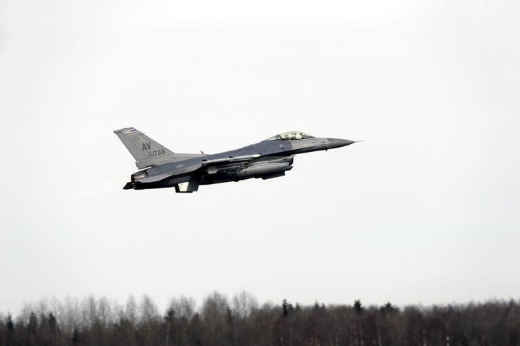 FILE PHOTO: A F-16 fighter from the U.S. Air Force (USAF) 510th Fighter Squadron takes off from Amari air base March 26, 2015.  REUTERS/Ints Kalnins/File Photo