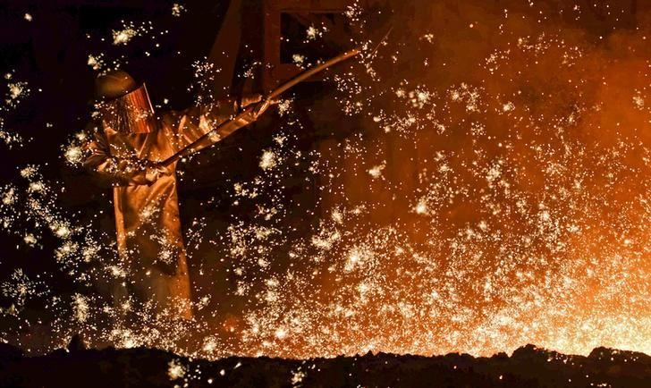 FILE PHOTO: A steel-worker is pictured at a furnace at the plant of German steel company Salzgitter AG in Salzgitter, Lower Saxony on March 17, 2015.  REUTERS/Fabian Bimmer/File Photo