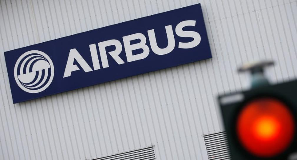 Airbus loses first quarter order race as delays hamper