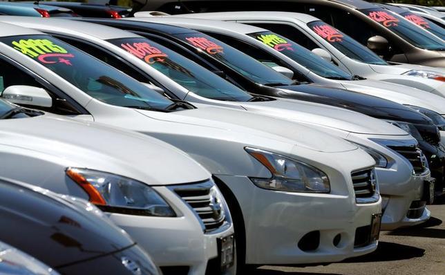 4月5日、好調を維持してきた米自動車業界の先行きに懸念が強まっている。カリフォルニア州の自動車販売店で昨年5月撮影(2017年 ロイター/Mike Blake)