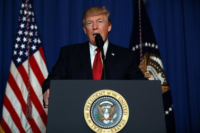 U.S. President Donald Trump delivers an statement about missile strikes on a Syrian airbase, at his Mar-a-Lago estate in West Palm Beach, Florida, U.S., April 6, 2017. REUTERS/Carlos Barria