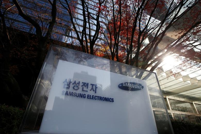 The logo of Samsung Electronics is seen at its headquarters in Seoul, South Korea, November 29, 2016.  REUTERS/Kim Hong-Ji