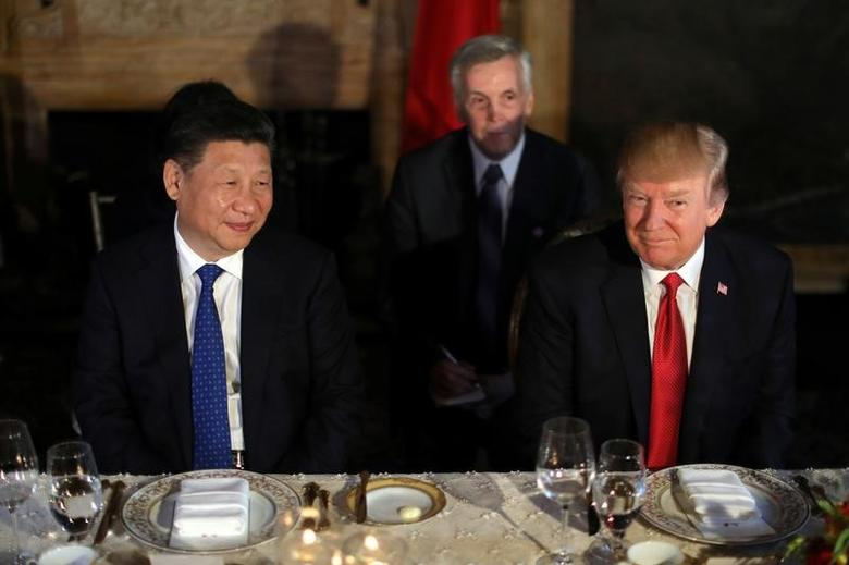 Chinese President Xi Jinping and U.S. President Donald Trump attend a dinner at the start of their summit at Trump's Mar-a-Lago estate in West Palm Beach, Florida, U.S., April 6, 2017. REUTERS/Carlos Barria
