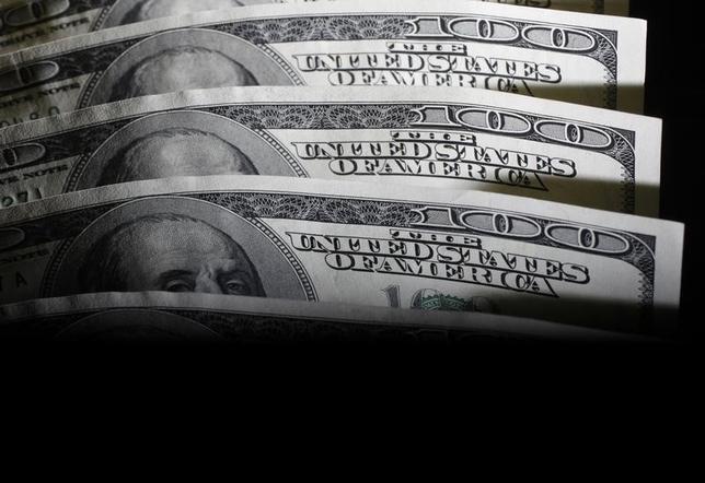 4月7日、来週の外為市場で、ドル/円は上値の重さが意識される。米軍がシリアにミサイル攻撃したことで地政学リスクが高まった。写真は都内で2011年8月撮影(2017年 ロイター/Yuriko Nakao)