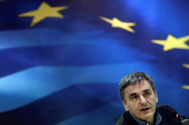 4月7日、ギリシャのチャカロトス財務相は、マルタでのユーロ圏財務相会合後の会見で、債権団と合意した財政措置を今後数週間で法制化する方針を示した。写真はアテネで3月撮影(2017年 ロイター/Alkis Konstantinidis)