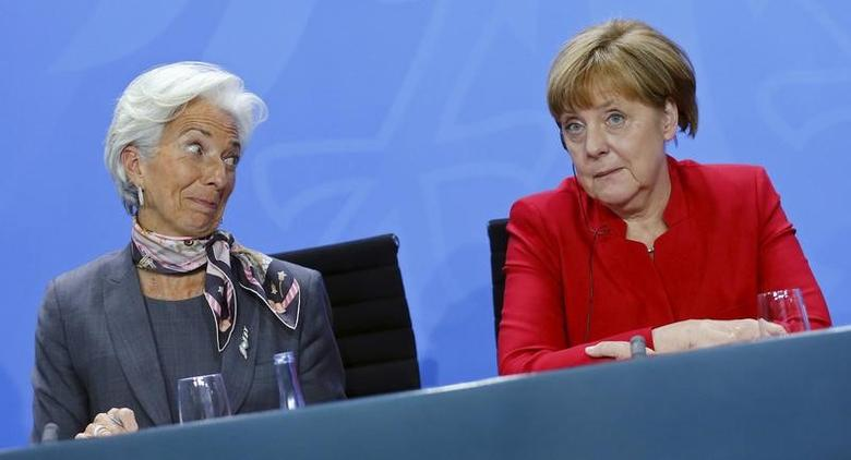 Christine Lagarde, Managing Director of the International Monetary Fund (IMF), and German Chancellor Angela Merkel attend a news conference   in Berlin, Germany, April 5, 2016. REUTERS/Hannibal Hanschke