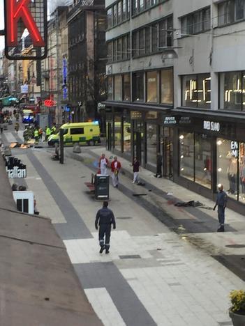 грузовик раздавил людей в Стокгольме