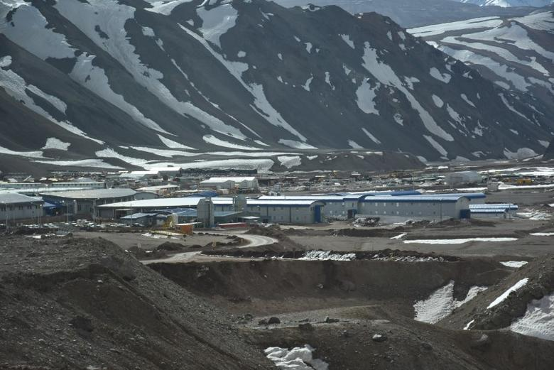 The Veladero mine camp, one of Barrick Gold Corp's five core mines, near the city of Jachal, Argentina, is pictured on September 15, 2016.  REUTERS/Sergio Leiva/File Photo