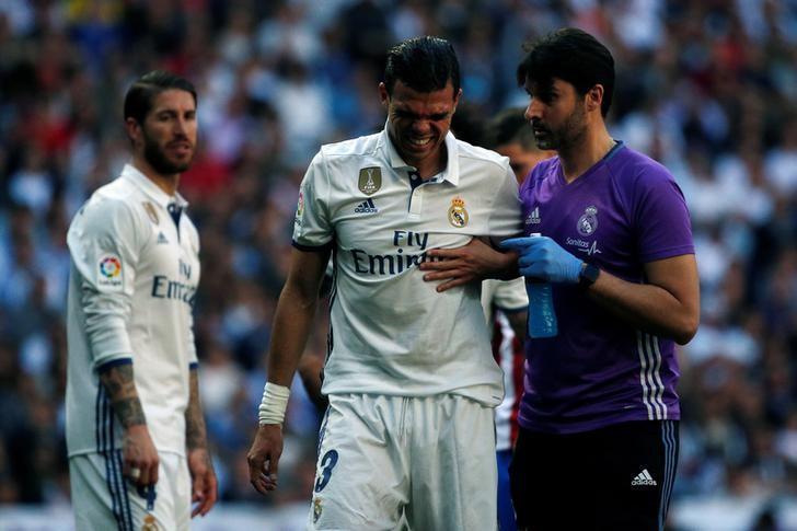 Football Soccer - Real Madrid v Atletico Madrid - Spanish La Liga Santander - Santiago Bernabeu Stadium, Madrid, Spain - 8/04/17 - Real Madrid's Pepe reacts during the match. REUTERS/Juan Medina