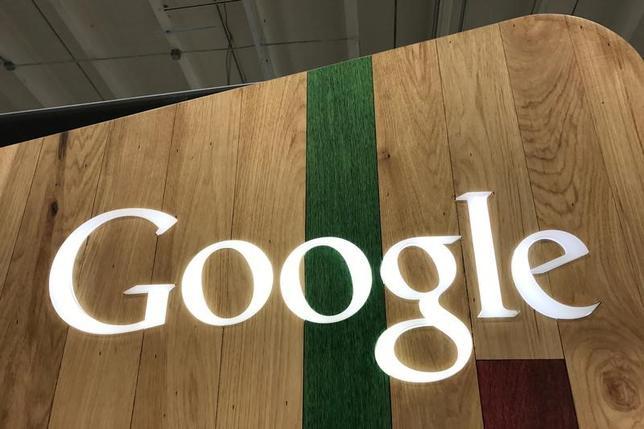 4月10日、米グーグルが韓国のLGディスプレーのモバイル端末用有機発光ダイオード(OLED)事業に少なくとも1兆ウォン(8億8029万ドル)出資したもようだとElectronic Timesが報じた。米カリフォルニア州で3月撮影(2017年 ロイター/Lucy Nicholson)