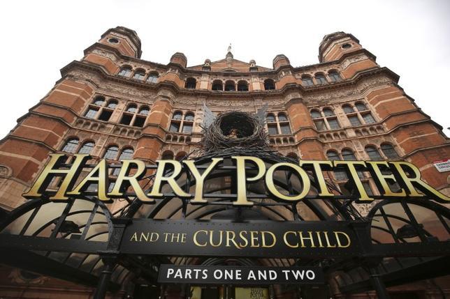 4月9日、英国演劇界で最高の栄誉「オリビエ賞」で、英人気小説「ハリー・ポッター」シリーズの第8作となる舞台「ハリー・ポッターと呪いの子」が9部門で受賞した。ロンドンで昨年7月撮影(2016年 ロイター/NEIL HALL)