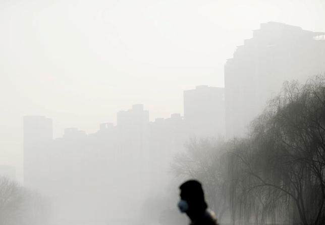 4月10日、中国の北京市の国家安全局は、外国人スパイに対する取り締まりを強化し、スパイとみられる人物を通報した市民に1万─50万元(1500─7万3000ドル)の報奨金を与えると発表した。写真は北京で1月撮影(2017年 ロイター)