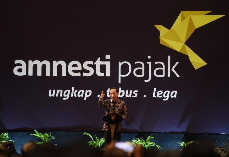 Indonesian President Joko Widodo speaks about the tax amnesty program to members of the business community in Jakarta, Indonesia February 28, 2017 in this photo taken by Antara Foto. Picture taken February 28, 2017.  Antara Foto/Akbar Nugroho Gumay/via REUTERS