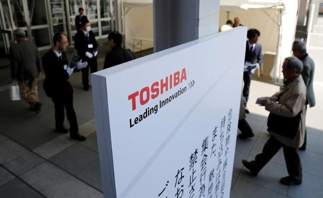 Shareholders arrive at Toshiba's extraordinary shareholders meeting in Chiba, Japan March 30, 2017. REUTERS/Toru Hanai/Files