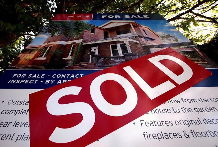 FILE PHOTO: A real estate agent's sign outside a house shows that it has recently been sold, in Sydney September 30, 2014.  REUTERS/David Gray