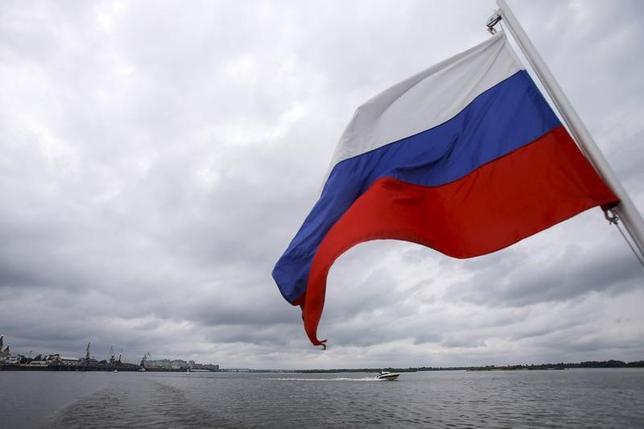 4月11日、ロシア外務省は、12日に予定されている米ロ外相会談が生産的なものとなるよう望むとした上で、米国の北朝鮮に対する姿勢に懸念を示した。写真はロシア国旗。2015年7月撮影(2017年 ロイター/Maxim Shemetov)