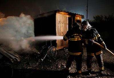 Fire ravages French migrant camp