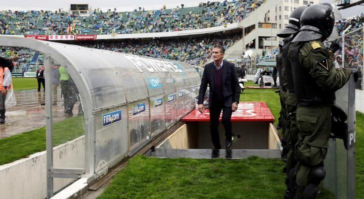 FILE PHOTO - Football Soccer - Bolivia v Argentina - World Cup 2018 Qualifiers - Hernando Siles stadium, La Paz, Bolivia 28/3/17. Argentina's head coach Edgardo Bauza enters the field.  REUTERS/Davic Mercado