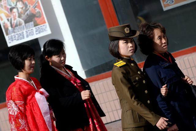 People commute in central Pyongyang, North Korea April 12, 2017. REUTERS/Damir Sagolj