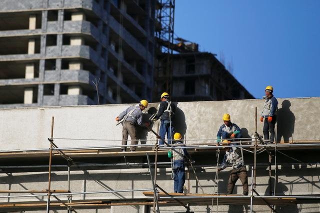 People work on a construction site in central Pyongyang, North Korea April 12, 2017. REUTERS/Damir Sagolj