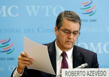"""En la imagen, el director general de la OMC, Roberto Azevedo, en rueda de prensa en Ginebra el 12 de abril de 2017. El comercio mundial se encamina a un crecimiento de 2,4 por ciento este año, pese a que hay una """"profunda incertidumbre"""" sobre la evolución económica y política, sobre todo en Estados Unidos, dijo la Organización Mundial del Comercio (OMC). REUTERS/Denis Balibouse"""