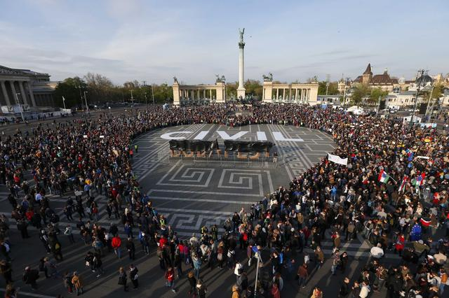 People protest in Heroes' square against a new law that would undermine Central European University, a liberal graduate school of social sciences founded by U.S. financier George Soros in Budapest, Hungary, April 12, 2016. REUTERS/Laszlo Balogh
