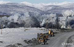 A view shows a large-scale blast at the Taryn gold mine in Oymyakon district of the Republic of Sakha (Yakutia), Russia, March 22, 2017. Picture taken March 22, 2017. REUTERS/Sergei Karpukhin - RTX35CY6