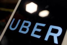 Imagen del logo de Uber en la pantalla de un iPad. REUTERS/Tyrone Siu Uber Technologies Inc generó ingresos por 6.500 millones de dólares el año pasado y sus ingresos brutos por reserva se duplicaron a 20.000 millones de dólares, informó el viernes la compañía.