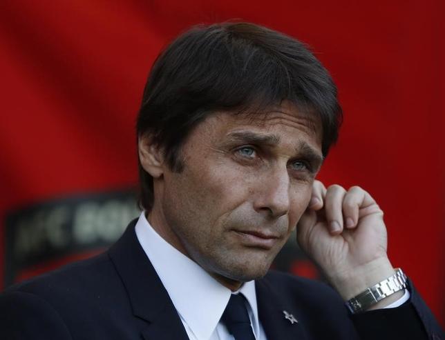 4月14日、サッカーのイングランド・プレミアリーグ、チェルシーのアントニオ・コンテ監督は、16日に敵地で行われるマンチェスター・ユナイテッドとの試合を特別視しないと述べた。英ボーンマスで8日撮影(2017年 ロイター)