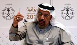 El ministro saudita de Energía, Khalid al-Falih, durante una conferencia de prensa en Riyadh, Arabia Saudita. 22 de diciembre 2016. El nivel de cumplimiento entre los productores de crudo dentro y fuera de la OPEP con un acuerdo para reducir el bombeo es bastante elevado, por encima del 100 por ciento, pero aún es prematuro hablar sobre una extensión del pacto, dijo el lunes el ministro de Energía de Arabia Saudita, Khalid al-Falih. REUTERS/Faisal Al Nasser - RTX2W790