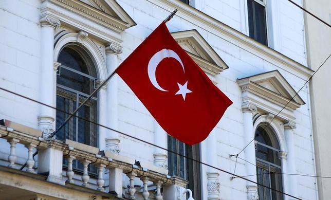 4月18日、欧州評議会の選挙監視団のオーストリアのメンバーはトルコで16日実施された国民投票について、最大250万票が不正に操作された可能性があると語った。在オーストリアの大使館で3月撮影(2017年 ロイター/Leonhard Foeger)